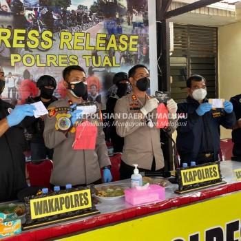 Kapolres Tual Pimpin Giat Press Release, Ungkap Penyitaan 35,26 Gram Narkoba Jenis Tembakau Sintetis.