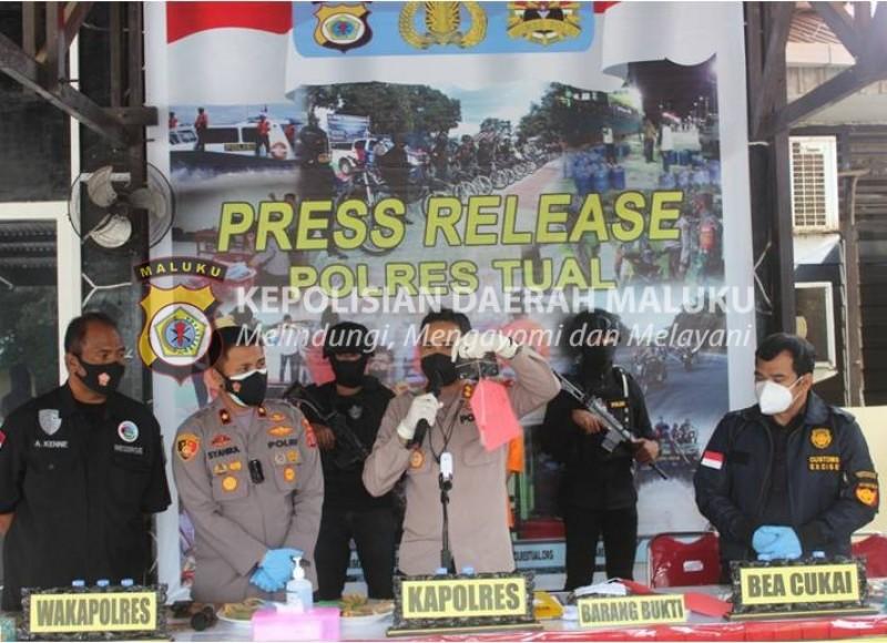 Polres Tual Ungkap Penyelundupan Puluhan Gram Tembakau Sintetis