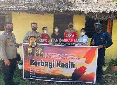 Anggota Polri Lulusan SIP Angkatan 50 Resimen WSA Polda Maluku Berbagi Kasih